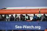 """Siracusa, divieto di navigazione nell'area vicina a Sea Watch: bloccata """"staffetta"""" del Pd sulla nave"""