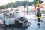 Auto in fiamme in viale Regione