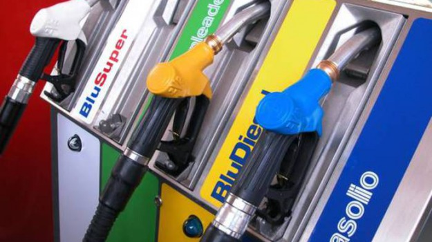 benzina, Sicilia, Economia