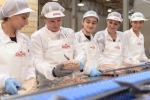 A scuola di monda del tonno, per lavoro in industria conserve