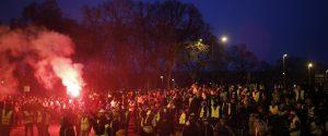 Gilet gialli, a Parigi ancora scontri e lacrimogeni sugli Champs-Elysees