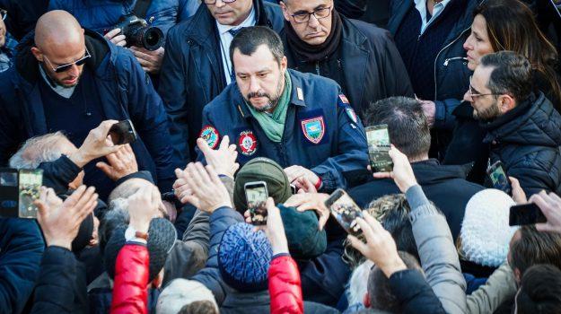 abusivismo Salvini, occupazioni abusive Salvini, Salvini ad Afragola, Matteo Salvini, Sicilia, Politica