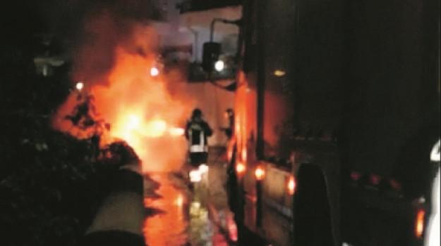 Incendiata auto Rocca di Capri Leone, Messina, Cronaca