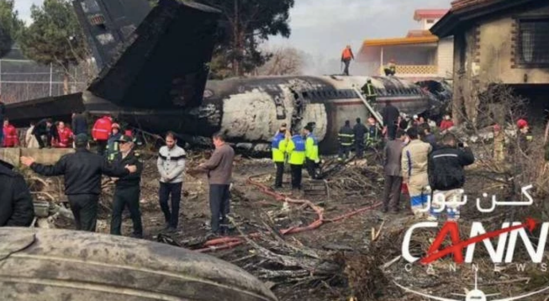 Teheran, aereo cargo si schianta contro muro di cinta: 15 morti