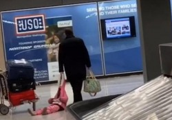 Il video ripreso all'aeroporto di Dulles, in Virginia
