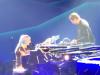Lady Gaga duetta con Bradley Cooper, emozione sul palco a Las Vegas: il video