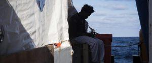 I 49 migranti sulle due navi delle Ong saranno accolti in Italia, ma nel governo sale la tensione