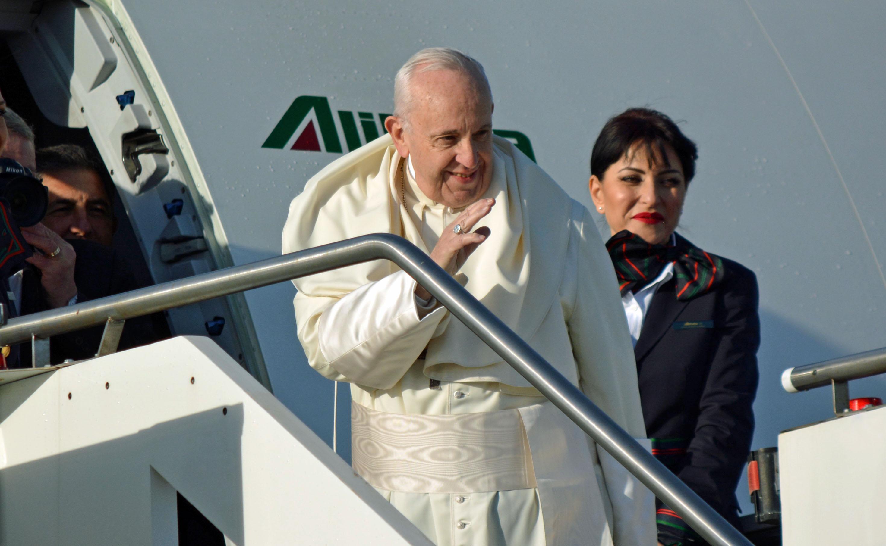 Papa, muri contro migranti: