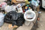 Tra i rifiuti anche un wc