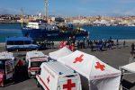 """La guardia costiera: """"Irregolarità sulla Sea Watch"""". La nave non può lasciare Catania"""
