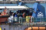 Lo sbarco dei 47 migranti a bordo di Sea Watch