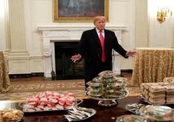 «Grande cibo americano»: Donald Trump ha ricevuto i Clemson Tigers, i vincitori del Campionato nazionale di football per college