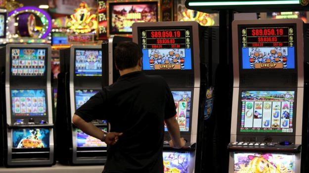 gioco d'azzardo, ludopatia, slot machine, Agrigento, Economia