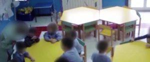 Violenze sui bimbi dell'asilo, le telecamere incastrano una maestra a Nicosia: sospesa
