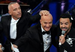 Luis Fonsi a Sanremo e l'Ariston si scatena: il duetto con Eros Ramazzotti