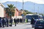 A bordo del primo bus 25 migranti diretti al Csa di Trapani