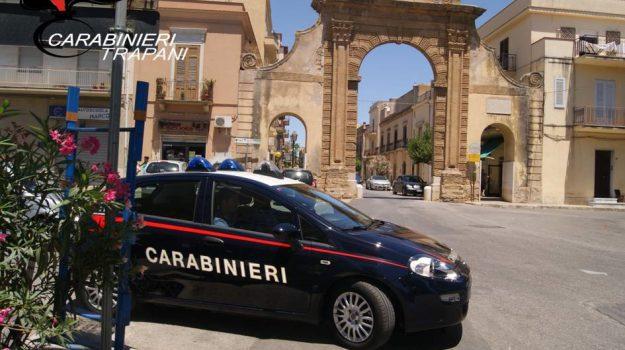 aggressione, carabinieri, CASTELVETRANO, Trapani, Cronaca