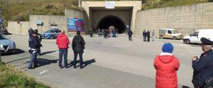 Protesta del latte, 20 pastori bloccano la galleria di ingresso a Regalbuto