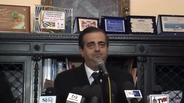 Dimissioni sindaco, termini imerese, Francesco Giunta, Palermo, Politica