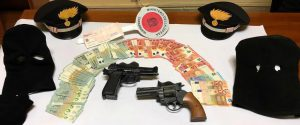 Motta Sant'Anastasia, assalto all'ufficio postale: catturati in tre mentre si dividono il bottino