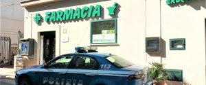 Entra in farmacia e punta la pistola ai dipendenti: arrestato rapinatore a Palermo