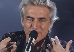 """Ligabue a Sanremo omaggia Guccini: il video di """"Dio è morto"""""""