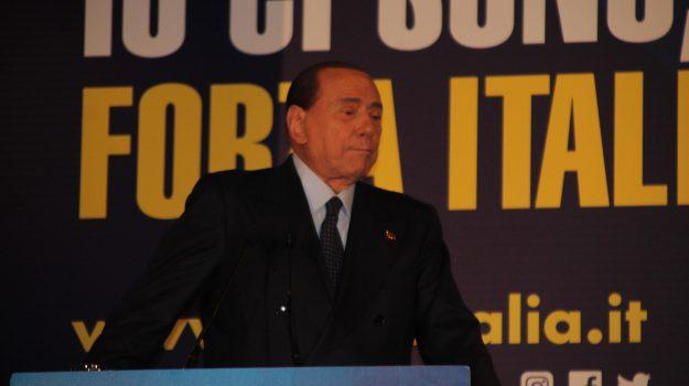 berlusconi contro m5s, Silvio Berlusconi, Sicilia, Politica