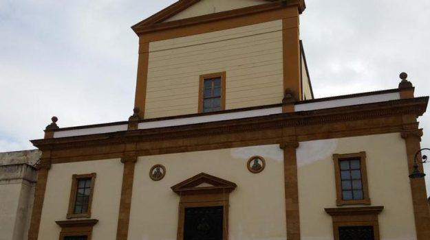prete dona soldi a chiesa madre ribera, Agrigento, Cultura