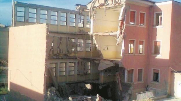 crollo plesso Verga Serradifalco, Caltanissetta, Cronaca