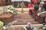Noto a lutto, lacrime ai funerali di Gabriele e Manuel