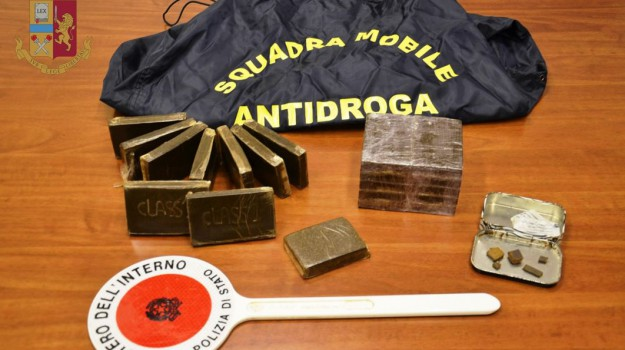 arresti polizia, droga ragusa, sequestro hashish, Ragusa, Cronaca