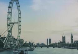 John Peet (Economist): «La Brexit? Farà soffrire la Gran Bretagna, ma anche l'Europa» L'editorialista politico del settimanale inglese si schiera contro il divorzio del Regno Unito dalla Ue: «Può darsi che crescano scambi con altri Paesi, ma crescevano a prescindere» - Corriere Tv