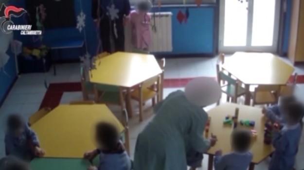 maestra arrestata, maltrattamenti bambini, Caltanissetta, Cronaca