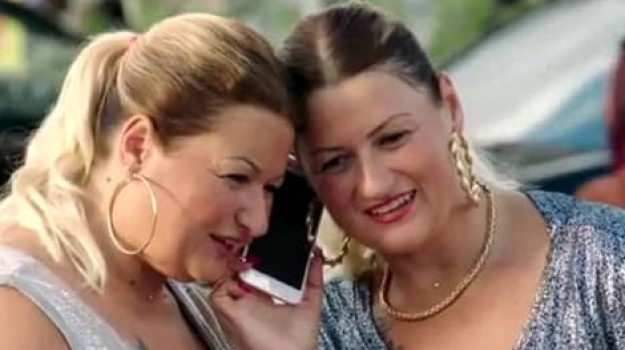 Gemelle film Gatto in tangenziale, Pamela, Sue Ellen, Sicilia, Cronaca