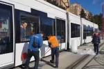 Pietra contro un tram a Palermo, quarto caso allo Sperone: il video