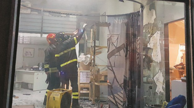 incendio lentini negozio moto, Siracusa, Cronaca