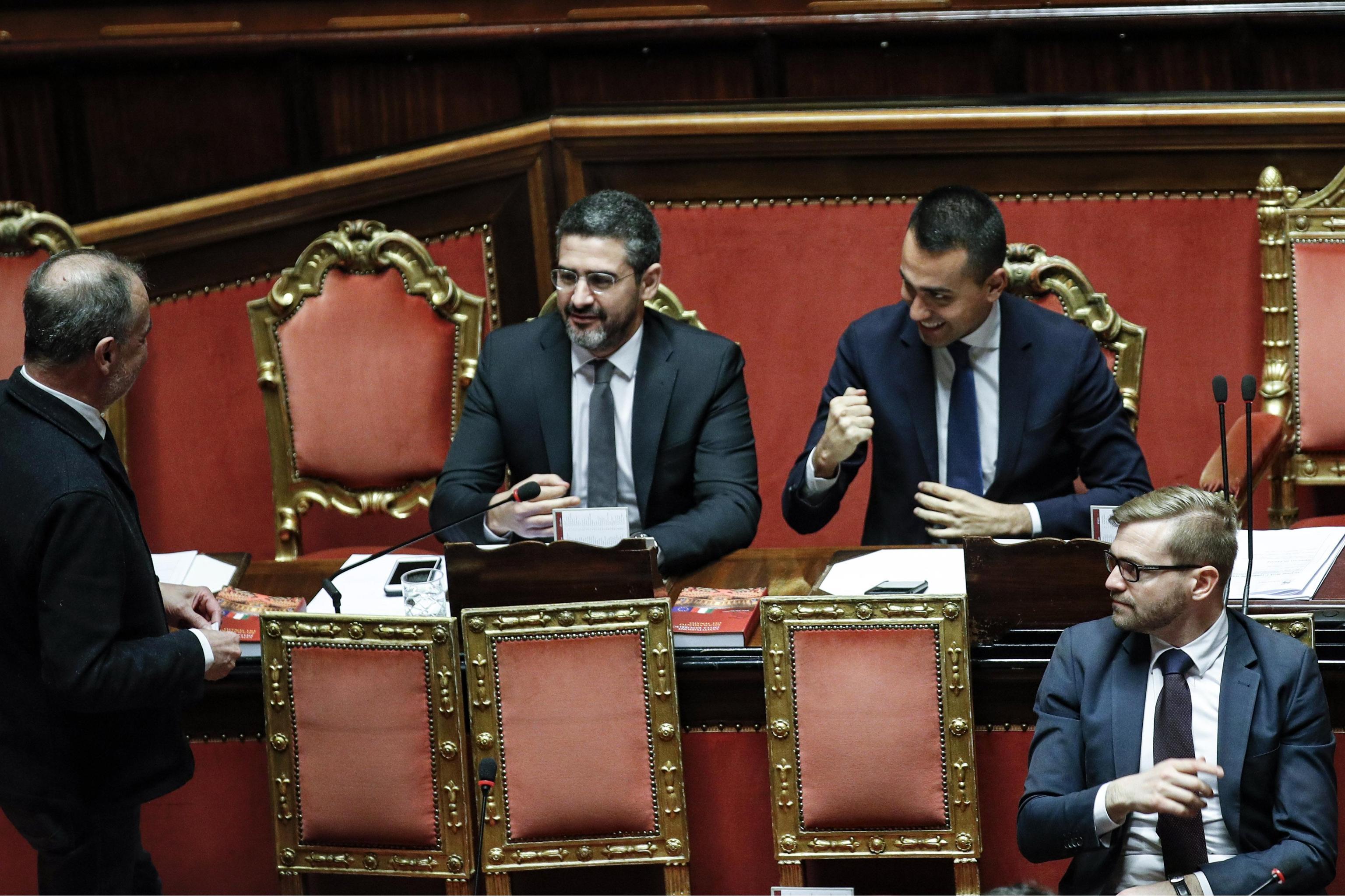 Taglio dei parlamentari, primo sì in Senato: esulta Luigi Di Maio