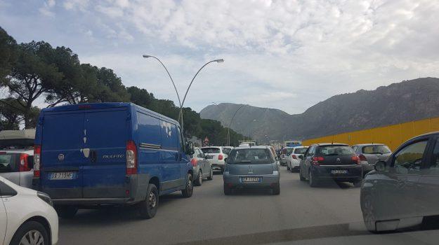 TRAFFICO, viabilità, viale Regione a 3 corsie, Giuseppe Norata, Giusto Catania, Palermo, Cronaca