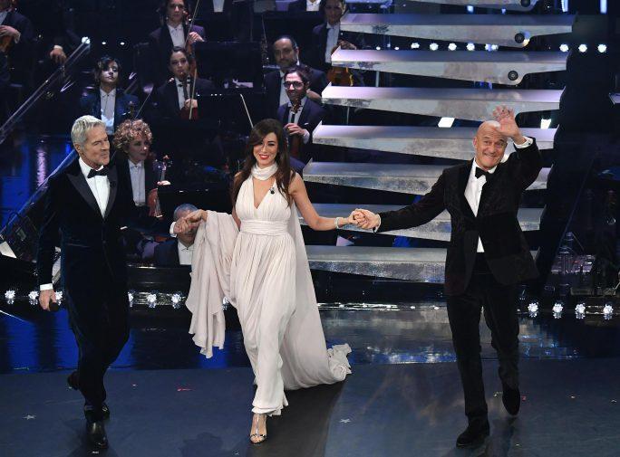 Eleganza in apertura della terza serata di Sanremo 3d59d085d9a