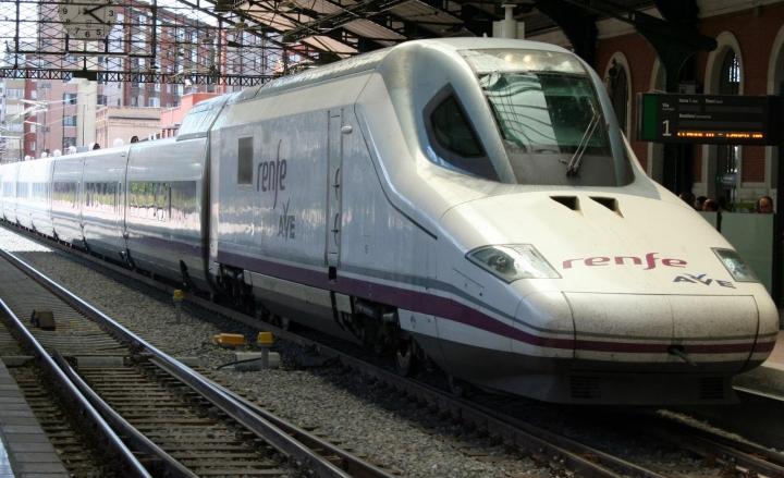 Spagna, scontro frontale tra due treni: almeno 1 morto e 20 feriti