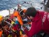 Ong salva 50 migranti e si dirige verso l'Italia: il Viminale vuole chiudere le acque territoriali