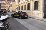 Siracusa, rubano uno scooter e scappano appena vedono i finanzieri: inseguiti e arrestati