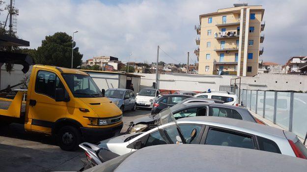 autorimessa abusiva, Picanello, polizia, Catania, Cronaca