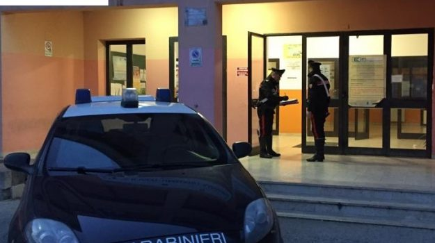 carabinieri, istituto Gagliardi, tentato furto, Ragusa, Cronaca