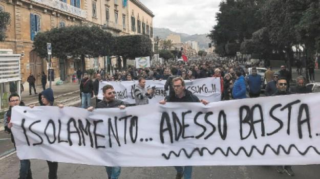 aeroporto di birgi, marsala, protesta, Trapani, Cronaca
