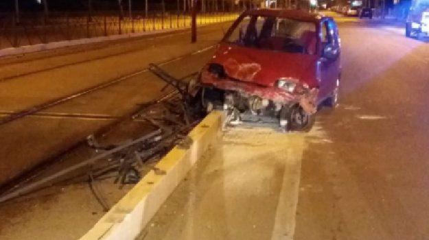 Fiat 600, incidente, via leonardo da vinci, Palermo, Cronaca