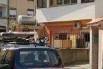 Il luogo dell'omicidio e nel riquadro la vittima Alessandra Immacolata Musarra con il fidanzato Christian Ioppolo