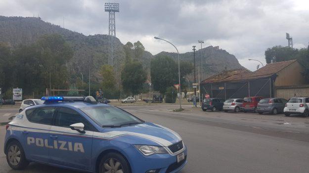 parcheggiatori abusivi, piscina comunale, polizia, Palermo, Cronaca