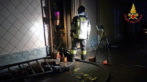incendio, morto anziano, riposto, Catania, Cronaca