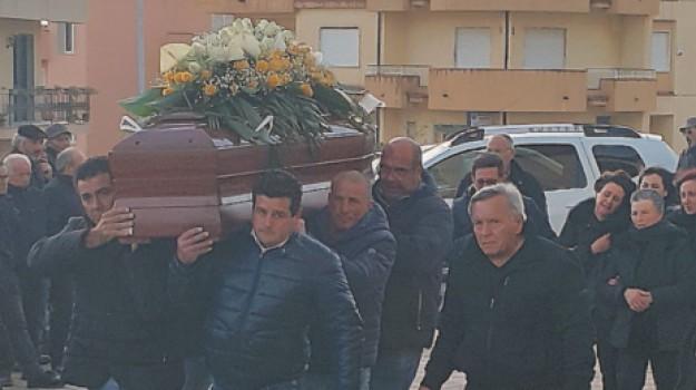 funerali, operaio, Salvatore Calandra, Agrigento, Cronaca